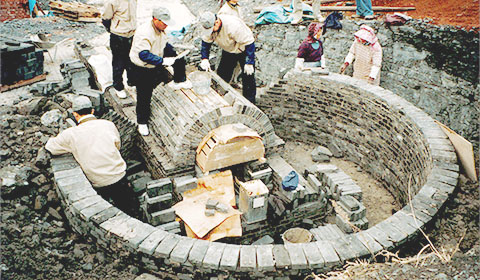 築炉の作業風景